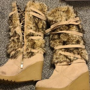 Wedge faux fur zip boots